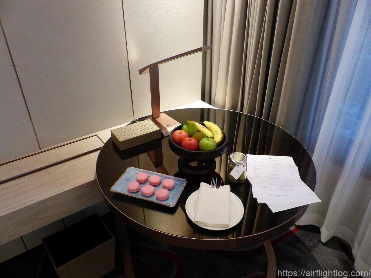 ホテル ニッコー・バンコク「ニッコー・クラブ」客室(テーブル)