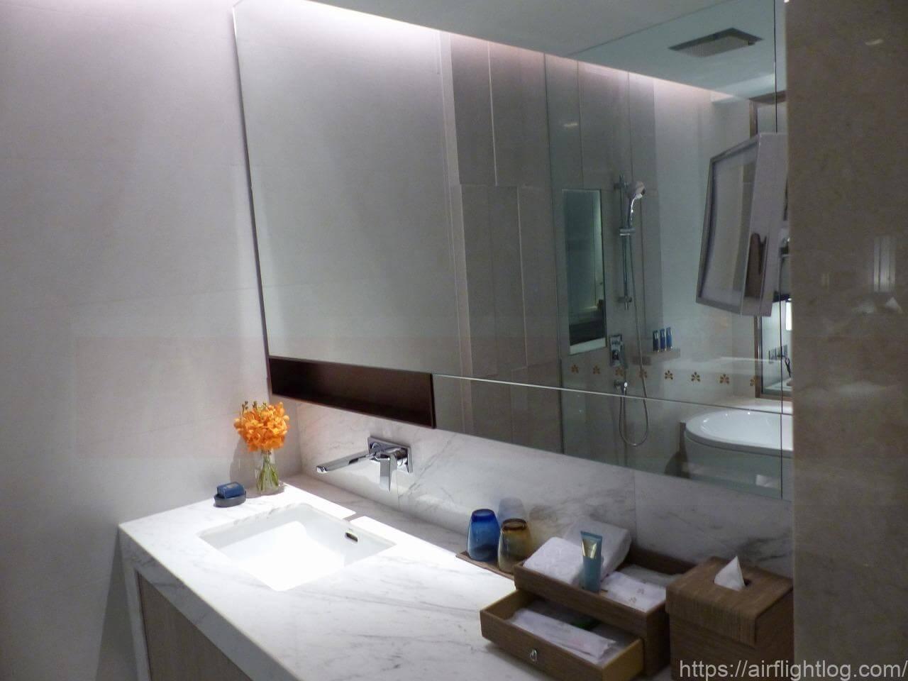 ホテル ニッコー・バンコク「ニッコー・クラブ」客室(ウエットエリア/洗面台)