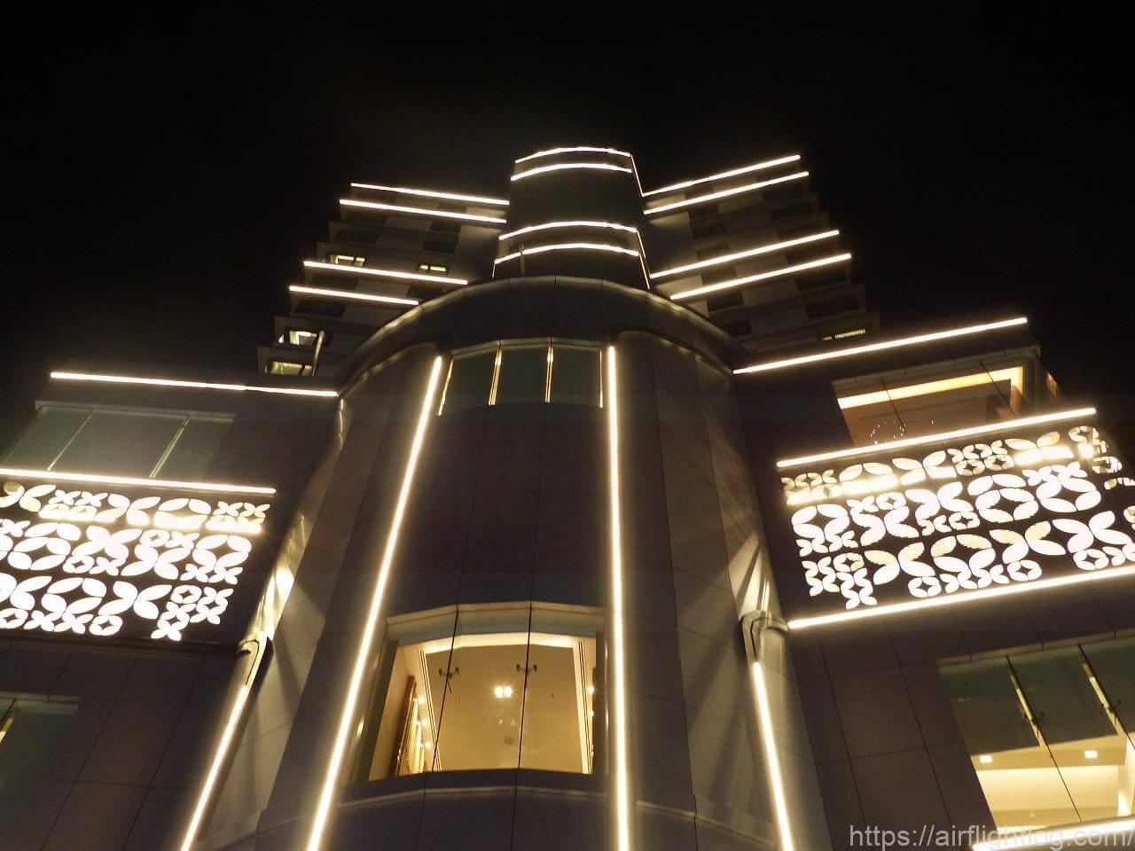 ホテル ニッコー・バンコク 夜外観