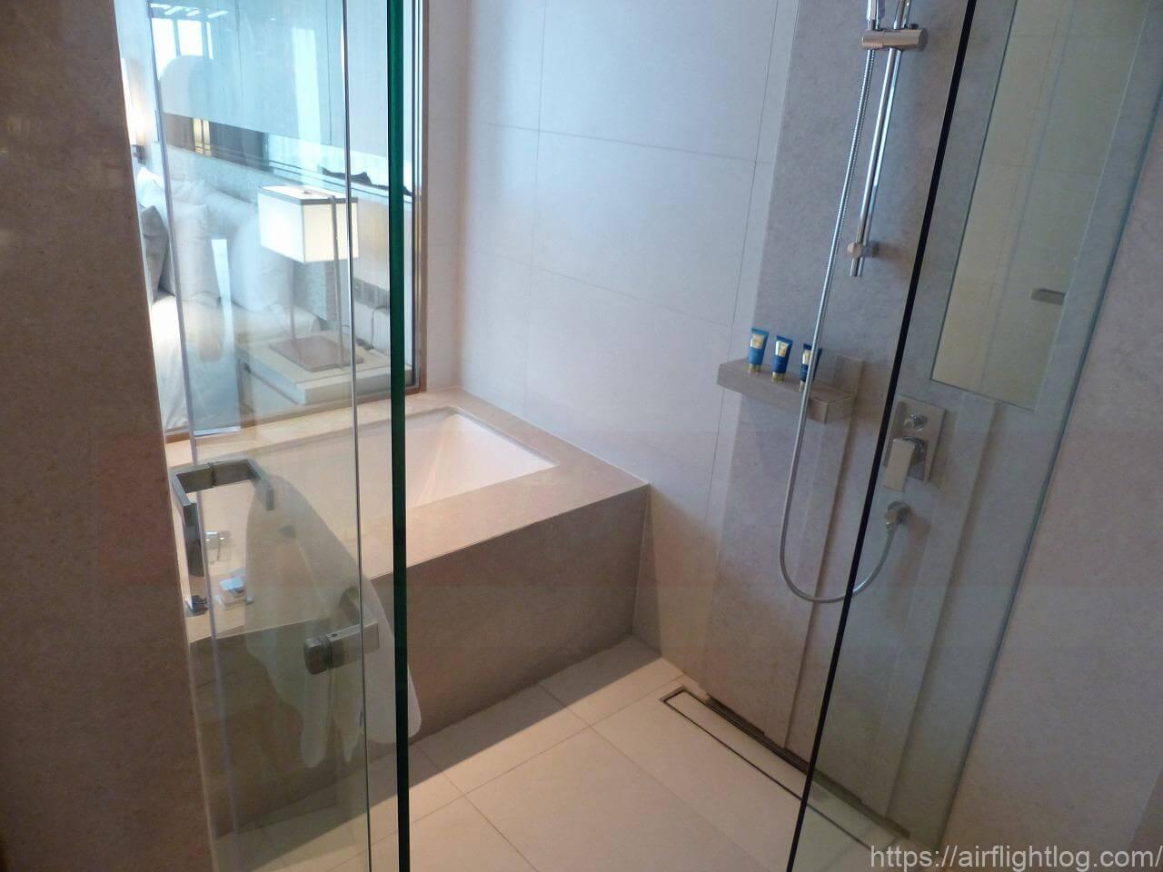 ホテル ニッコー・バンコク「プレミアコーナールーム」客室(ウエットエリア)