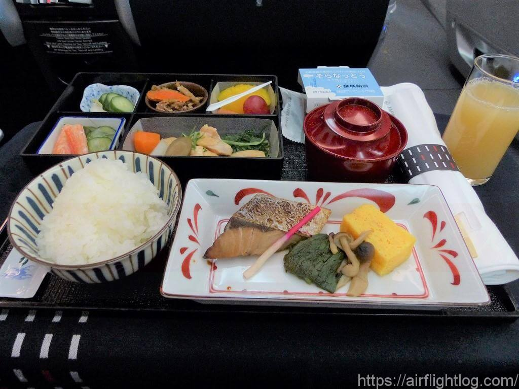 ビジネスクラス深夜運航便和食