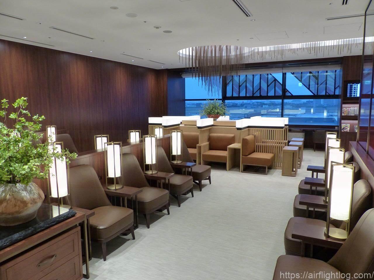 伊丹空港ダイヤモンド・プレミアラウンジソファー