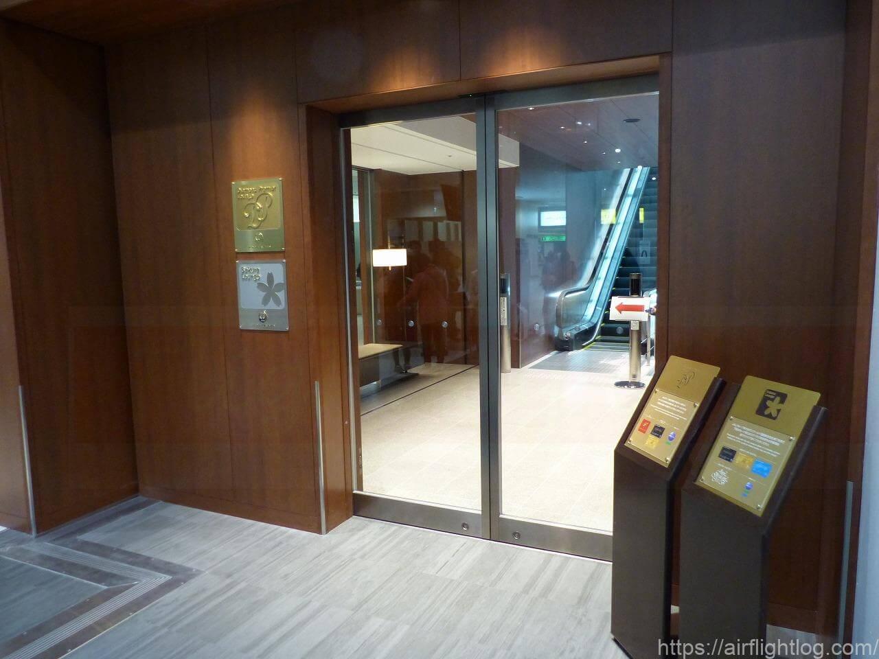 伊丹空港ダイヤモンド・プレミアラウンジ/サクララウンジエントランス