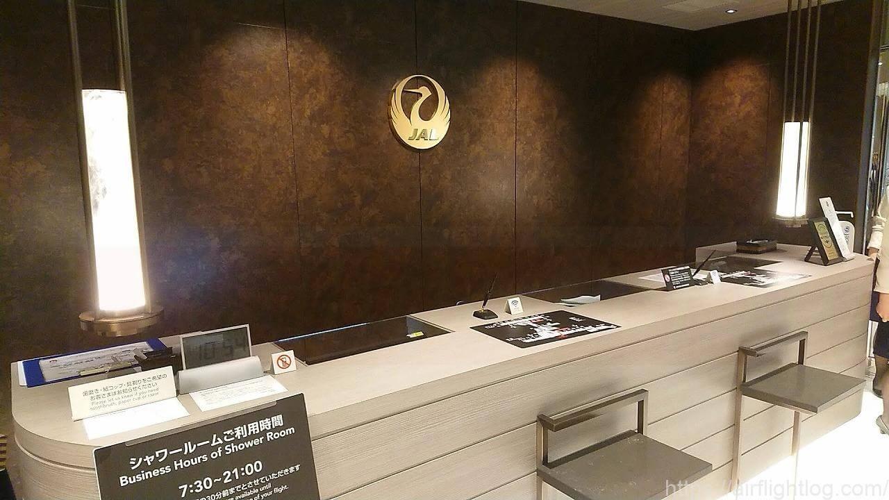 JAL成田空港ファーストクラスラウンジカウンター