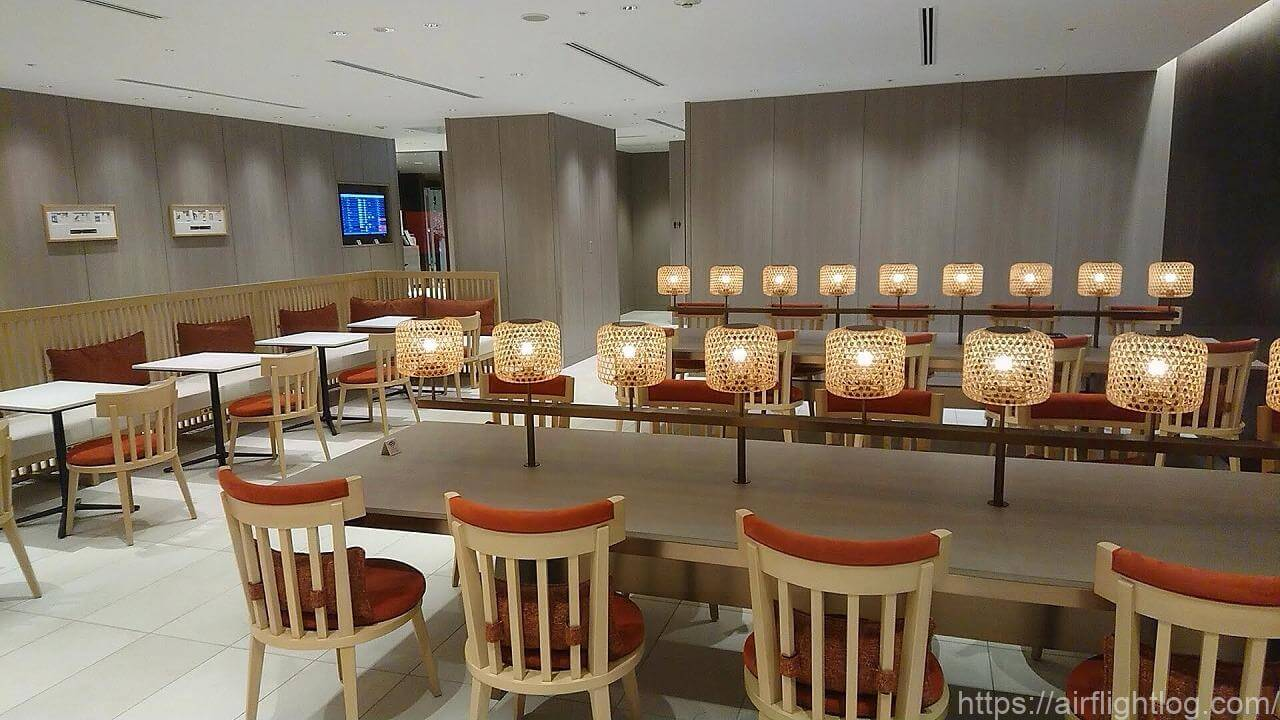 JAL成田空港ファーストクラスラウンジテーブル
