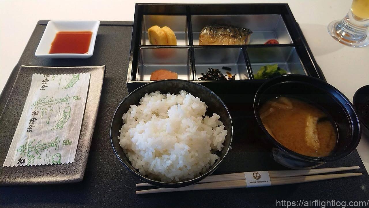 JAL成田空港ファーストクラスラウンジ「JAL's Table」朝食和食