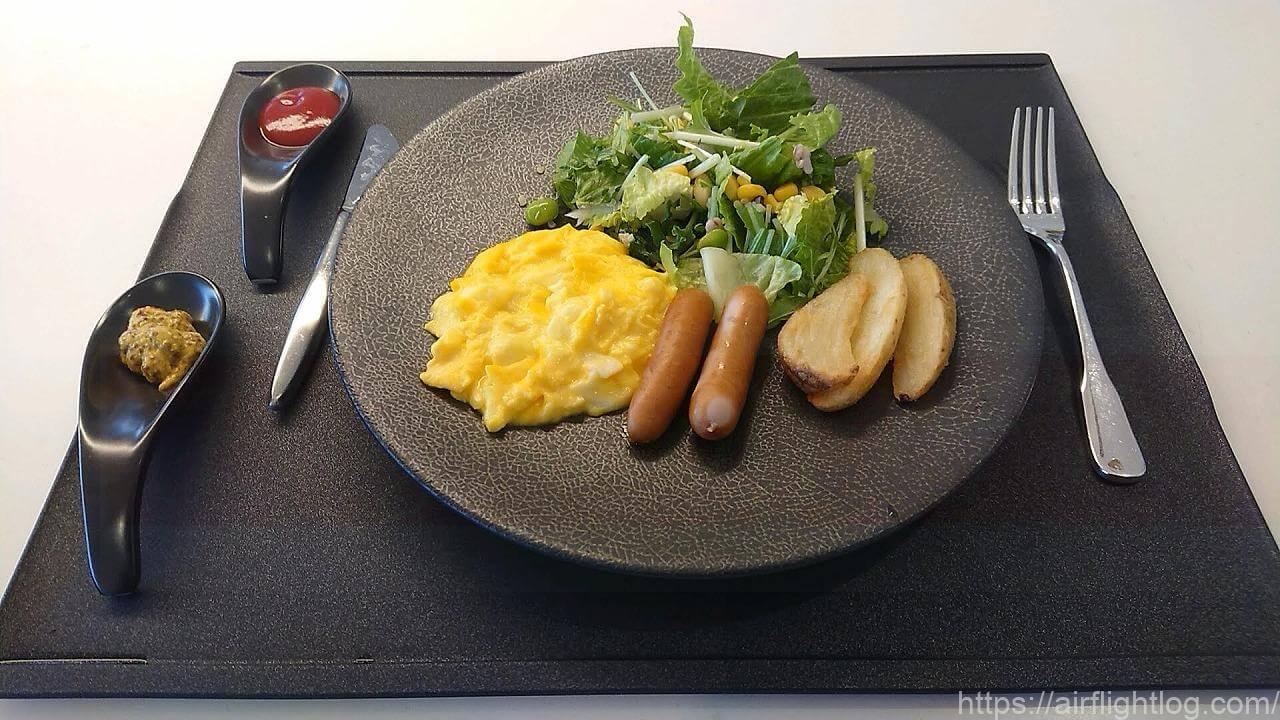JAL成田空港ファーストクラスラウンジ「JAL's Table」朝食アメリカンプレート