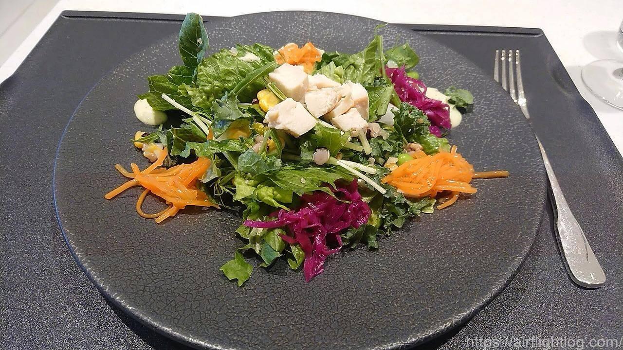 JAL成田空港ファーストクラスラウンジ「JAL's Table」昼食サラダプレート