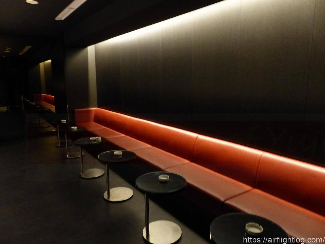 JAL成田空港ファーストクラスラウンジ「JAL's salon」喫煙スペース