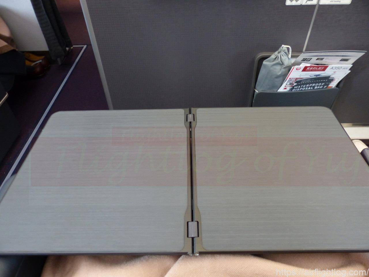 JALA350-900国内線ファーストクラステーブル