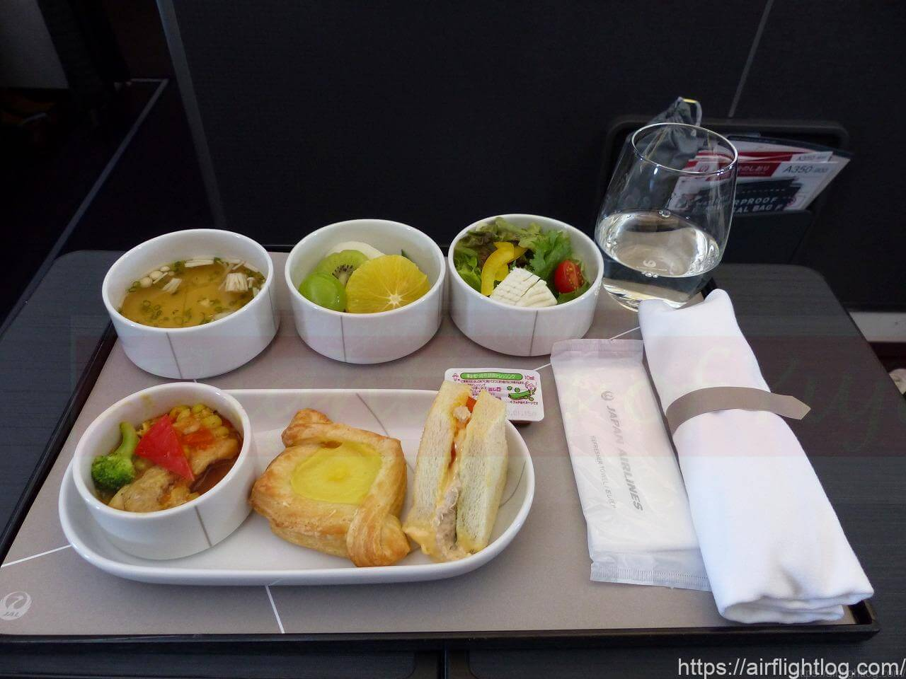 JALA350-900国内線ファーストクラス機内食(朝食)