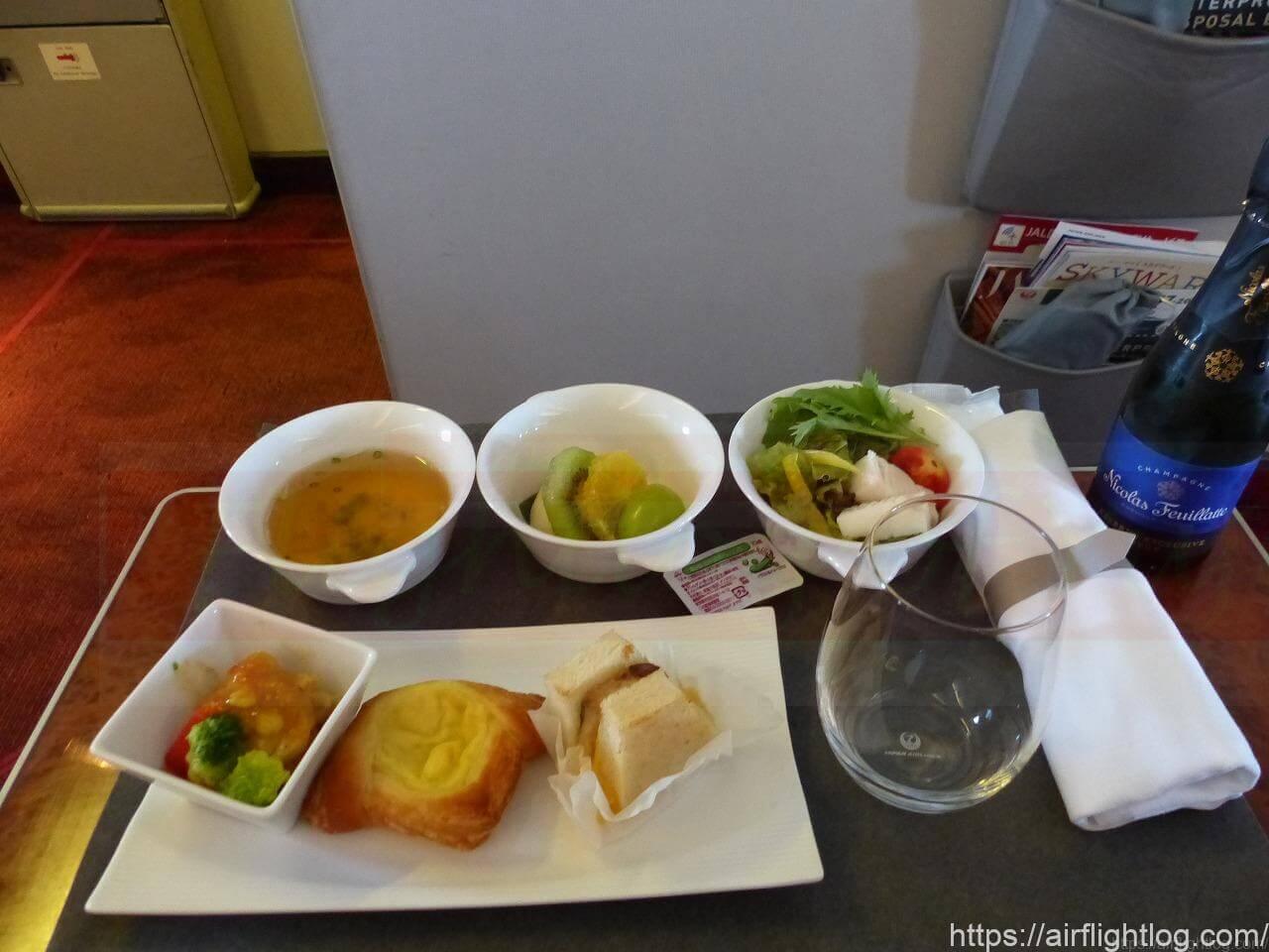 ボーイング777-200国内線ファーストクラス機内食(朝食)