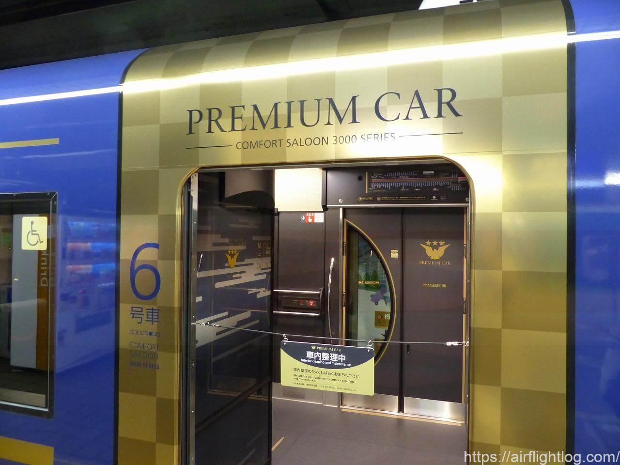 京阪3000系プレミアムカー乗車口