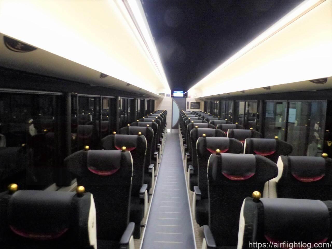 京阪3000系プレミアムカー車内