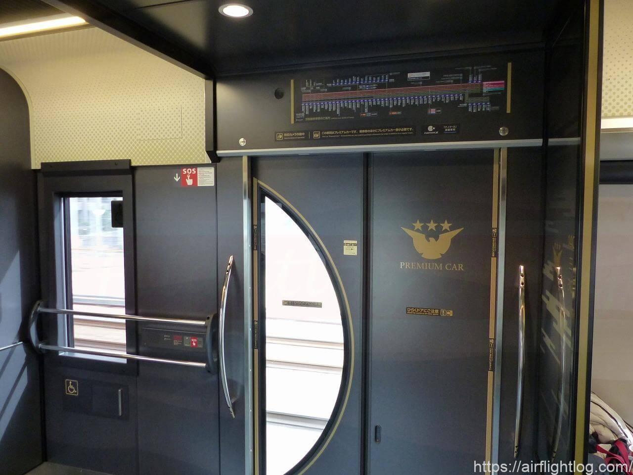 京阪3000系プレミアムカー乗降口
